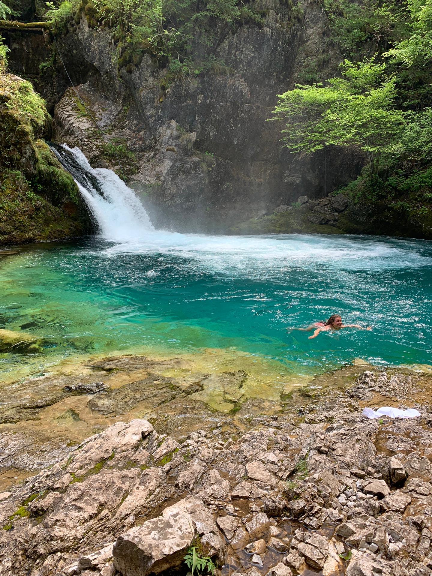 Dita schwimmt