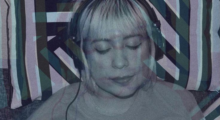 Frau hört Musik, Farbverschiebung