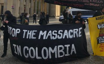"Transparent ""Stop the massacre in colombia"", Demonstration Kolumbien"